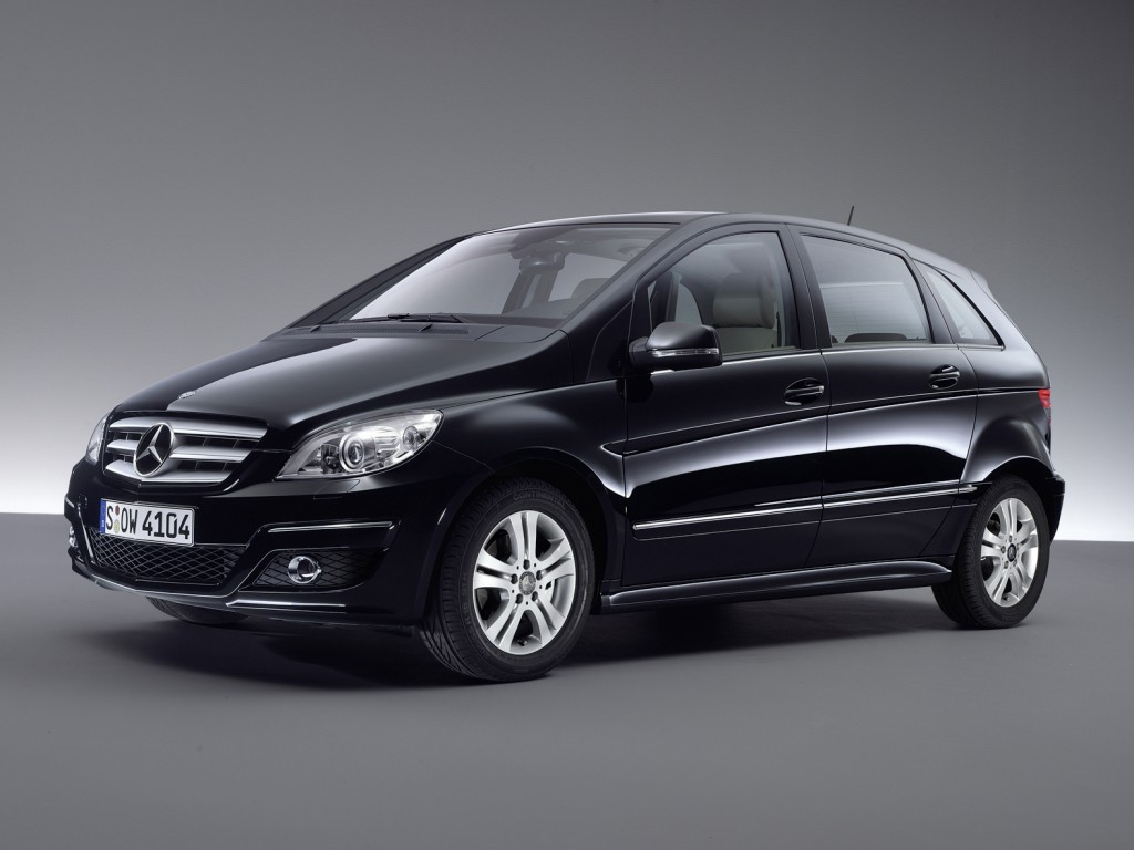 2015 mercedes b class facelift to debut in paris autonews 1. Black Bedroom Furniture Sets. Home Design Ideas