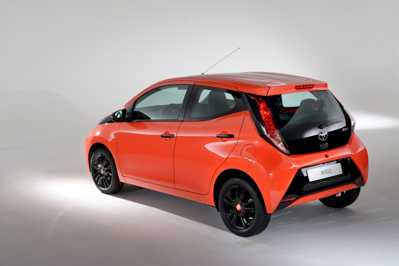 2014 toyota aygo uk pricing autonews 1. Black Bedroom Furniture Sets. Home Design Ideas
