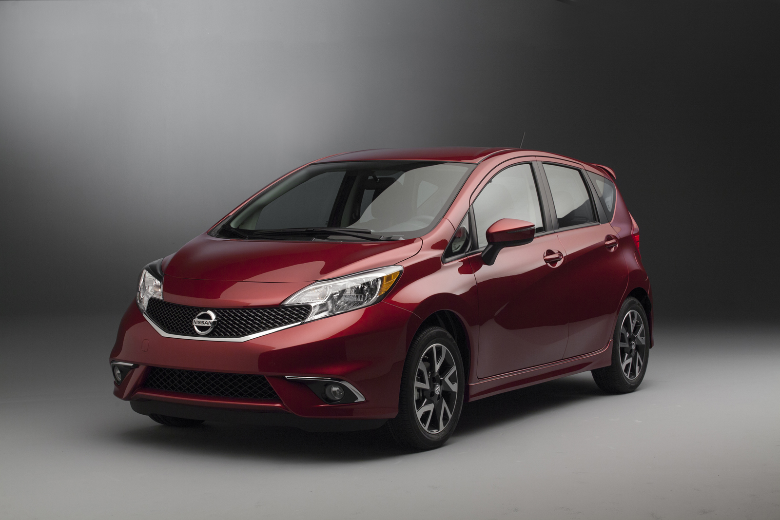 2015 nissan versa note us pricing autonews 1. Black Bedroom Furniture Sets. Home Design Ideas